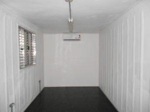 container-escritorio-com-ar-condicionado-iluminacao-interna-realreefer-locacao-de-containers